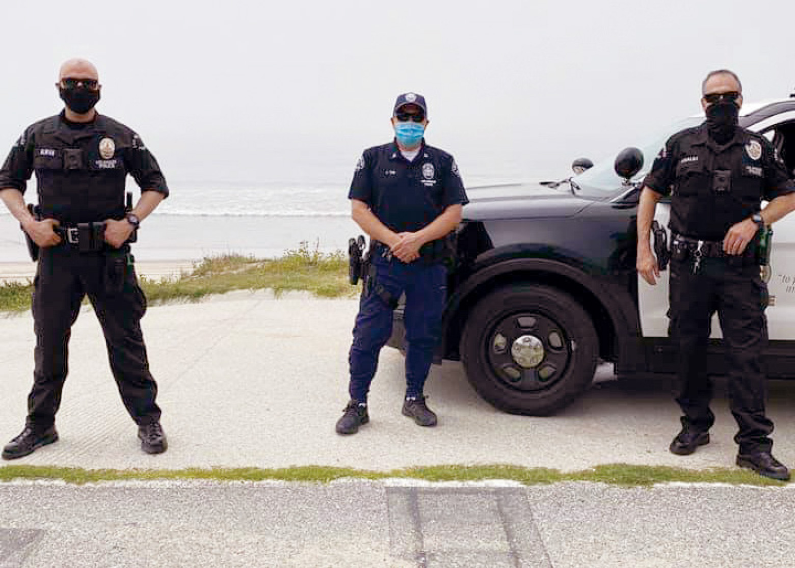 lapd-reserves-go-above-and-beyond-during-covid-19-27-captain-jonathan-tom-west-los-angeles-area-thanks-reserve-police-officers-bernard-khalili-and-george-alwan-will-rogers-state-beach